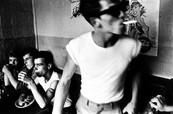 Bruce-Davidson-Brooklyn-Gang-photography-book-1959-Twin-Palms-publishing-Afterhours-Sleaze-and-Dignity-2-575x381.jpg