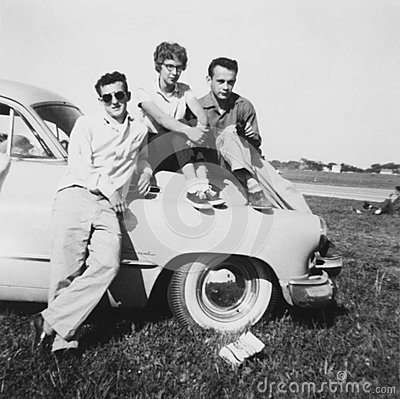 american-teenagers-hanging-out-fifties-classic-car-nineteen-s-were-iconic-era-united-states-34262810.jpg