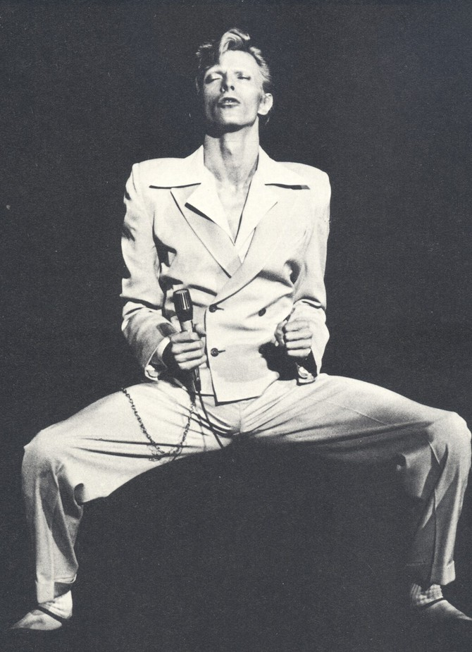 bowie-in-74-camera-press1.jpg