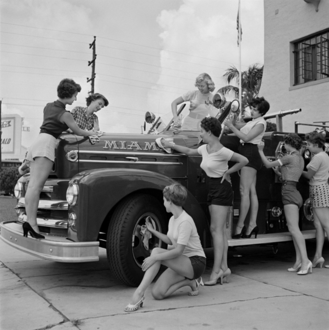 bunny-yeager-pinup-girls-fire-truck.jpg