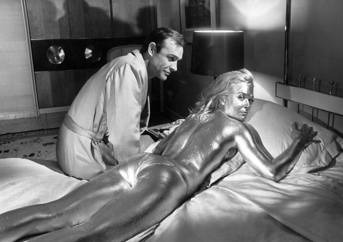 sean-connery-shirley-eaton-gold-paint-goldfinger-james-bond.jpg
